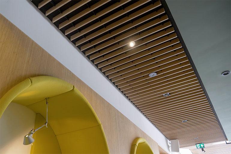 Derako en Afbouw Nederland realiseren op maat gemaakt grill plafond