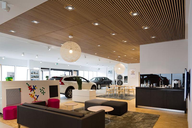 Rénovation des showrooms de Volvo avec des plafonds Derako