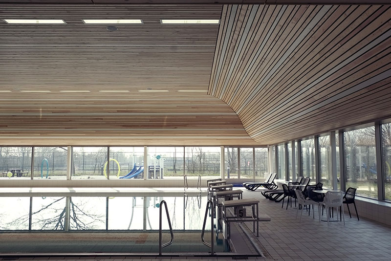 Swimming pool ´De Heuvelrand´ – inspiring solid wood ceiling